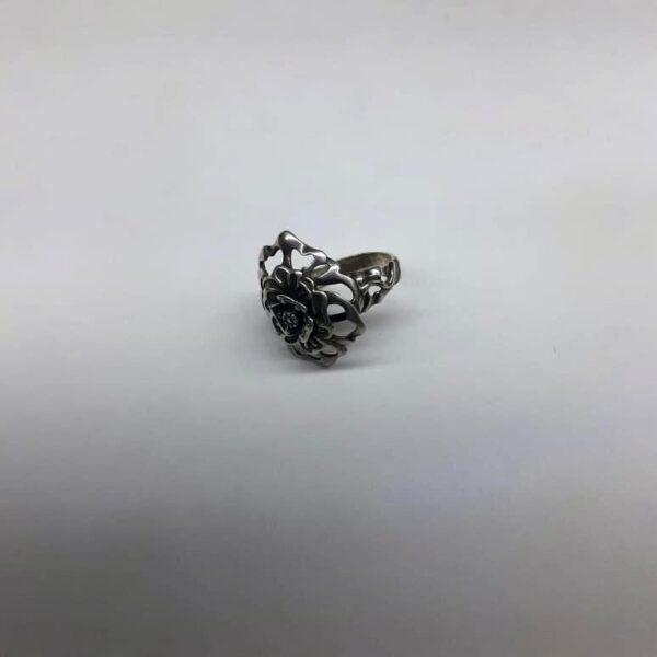 Серебряное кольцо в виде цветка 7.4 вид спереди и сбоку